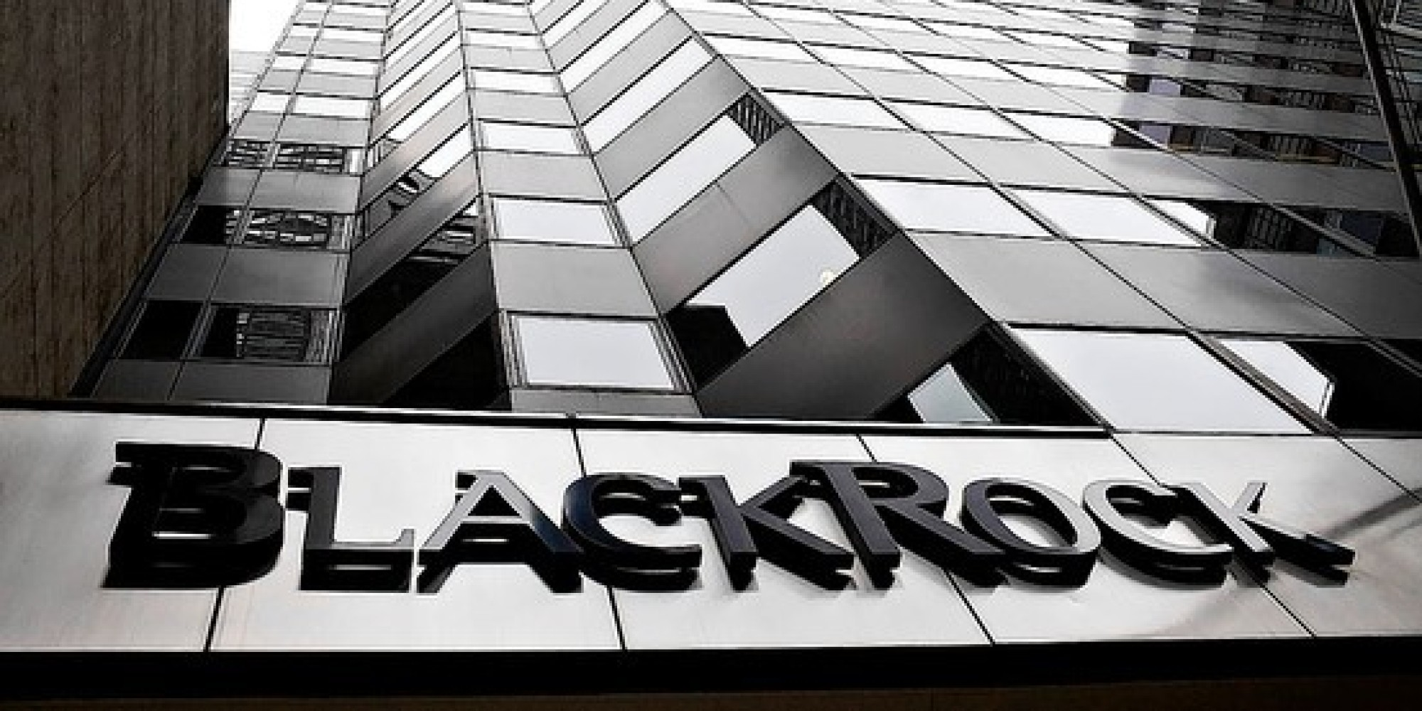 In the news: Blackrock considers Bitcoin, Deutsche Bank governors it, Texas fights it off 1